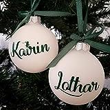 Wunschname auf einer weißen Weihnachtskugel aus Glas | Christbaumkugel | Weihnachtskugel Personalisiert | Weihnachtsgeschenk | Baumschmuck | 1. Weihnachten Baby (Set of 2) MATT