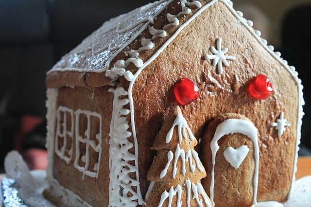 Lebkuchenhaus backen zu Weihnachten