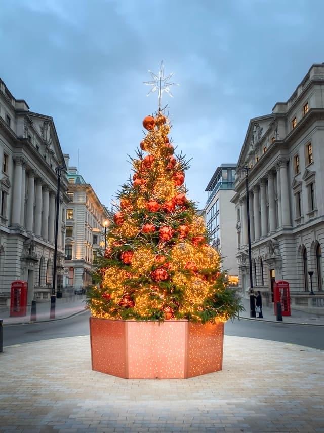 Geschmückter Weihnachtsbaum in London