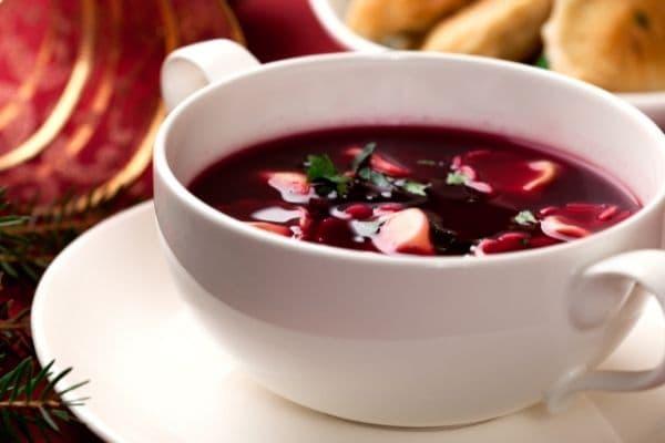 Polnisches Weihnachtsessen. Rote-Beete-Suppe