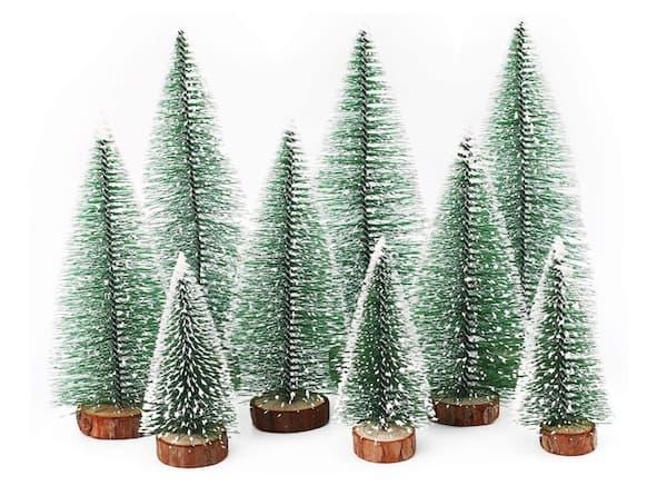 Künstliche Weihnachtsbäume mit Schnee