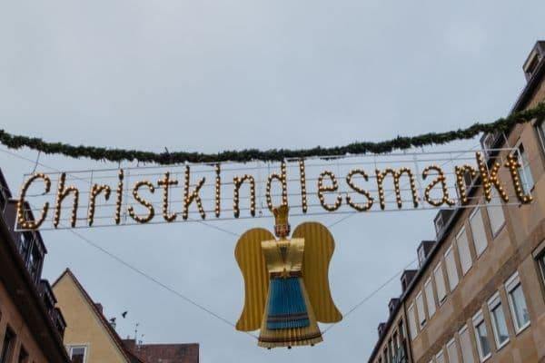 Das Nürnberger Christkind gespielt von einer jungen Frau zu Weihnachten